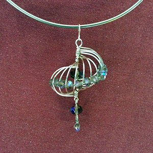 Class Image Taste of Art - Jewelry - Conch Shell Inspired Bead & Wire Pendant